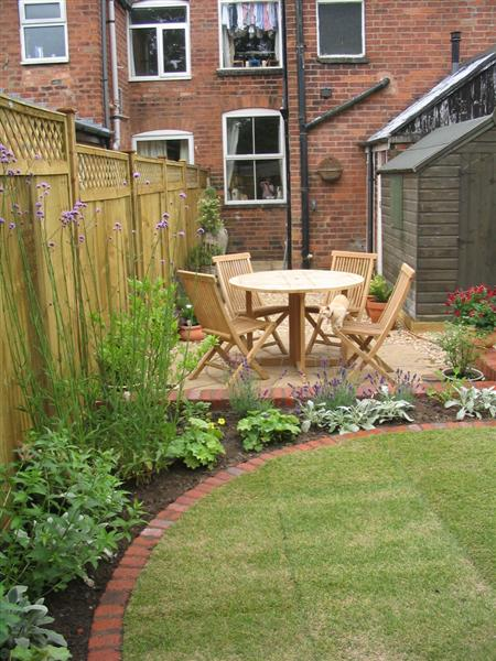 Circular traditions a small low maintenance victorian for Terraced house garden ideas